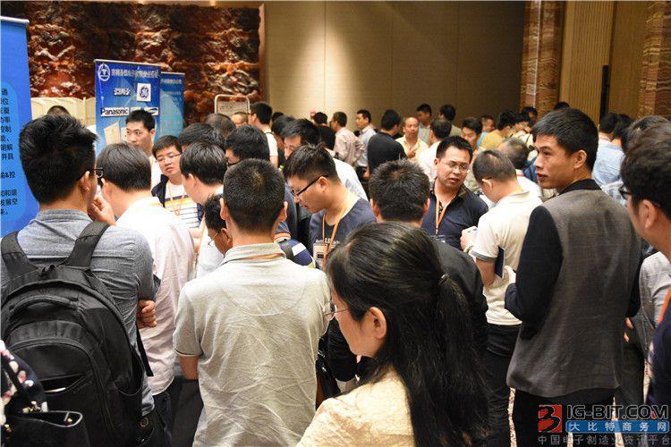 除了精彩的演讲,现场还设置有展示区域,上海联矽、锐凌微、济南晶恒、艾德克斯及上海晶丰明源等知名企业现场展示了最新产品及技术方案。