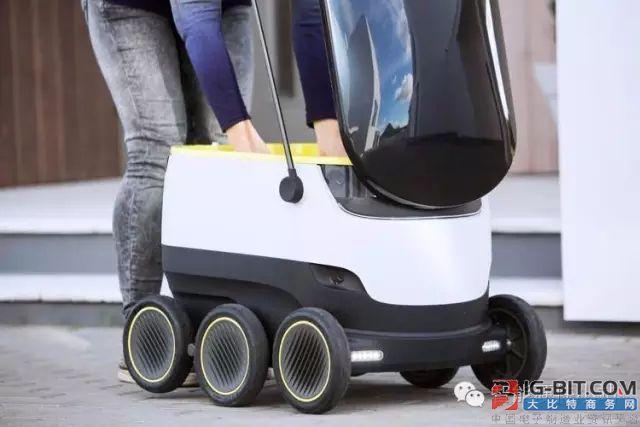 没有更快,只有最快,对于物流行业,快,就是生命。同样的设备,要比速度,快递人员可能比不上机器人。所以,快递哥,你要小心了。