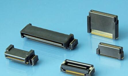 """照片是支持高速传输的0.5mm间距浮动连接器""""DT系列""""的高堆叠型产品"""
