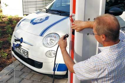 四大巨头联手推出欧洲电动汽车充电站网络计划