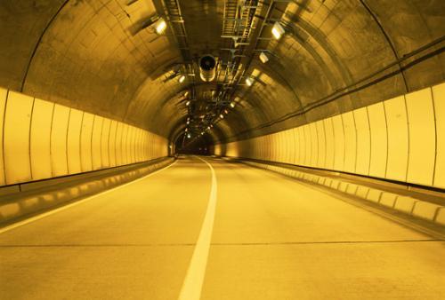 """照明不靠电?""""彩虹隧道""""采用LED自发光技术"""