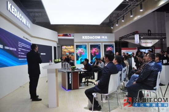 北京通信展中天科技在的光纤连接成果展示