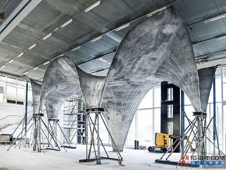 科学家们建造了一个能产生太阳能的混凝土屋顶