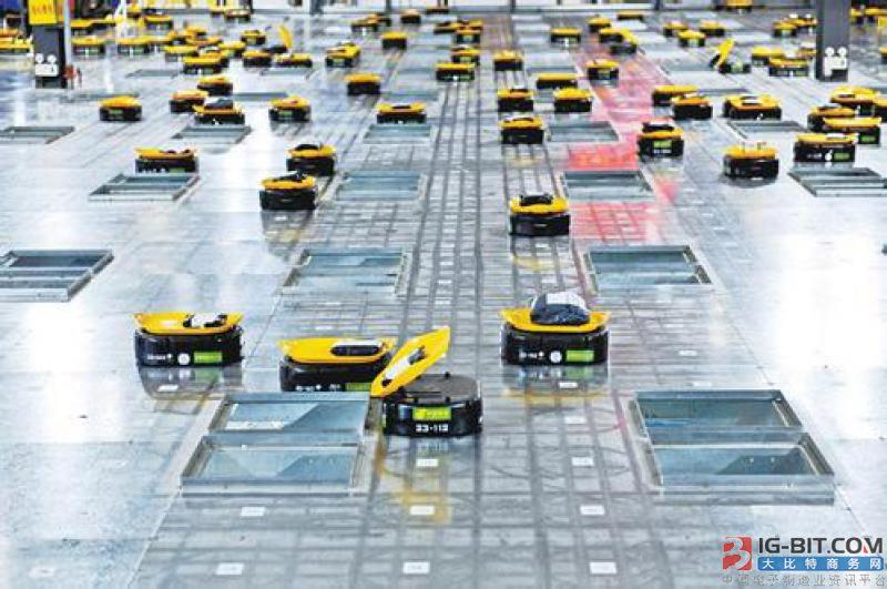 """中国邮政企业第一个智能分拣项目 分拣机器人""""小黄人""""上线"""