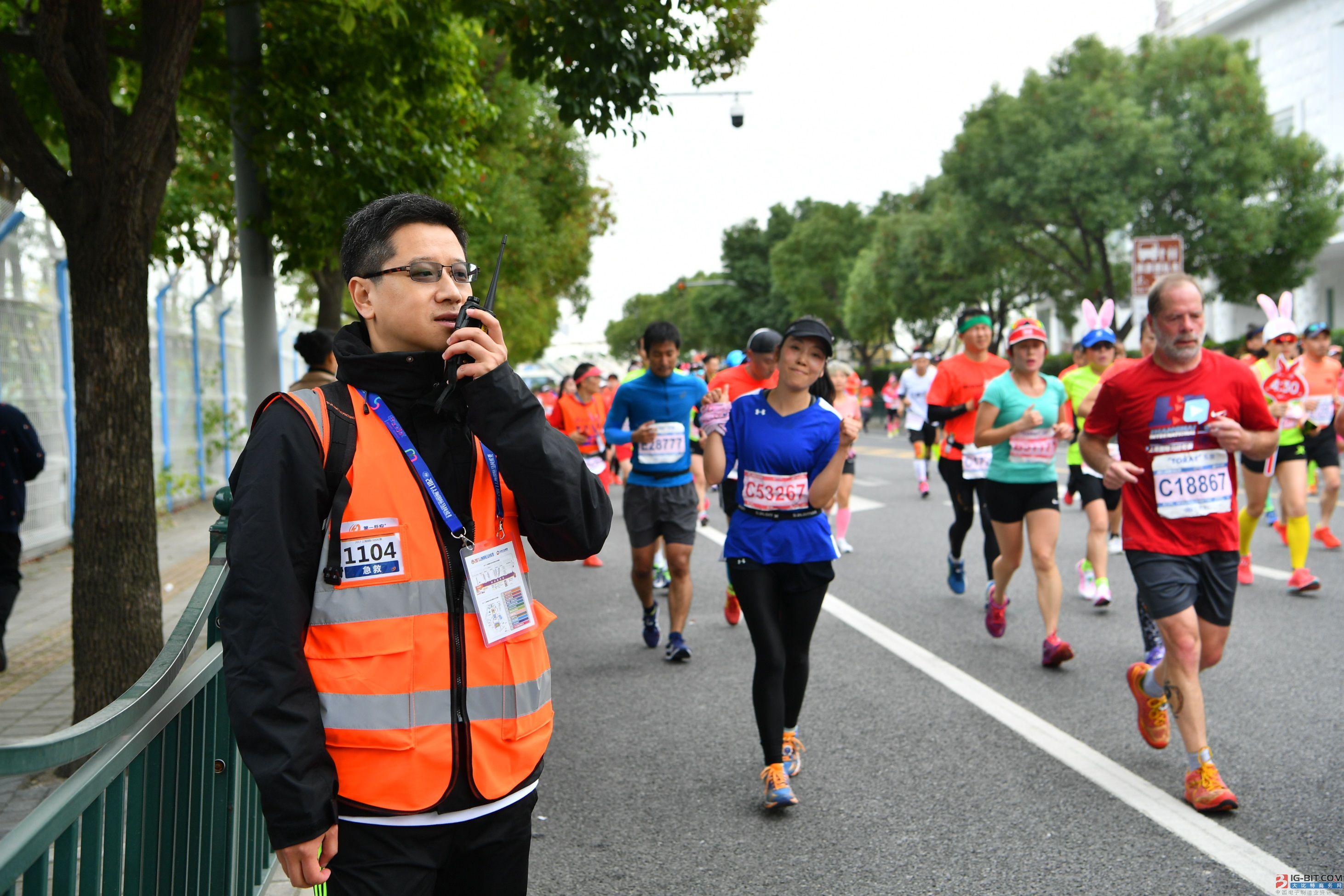 液化空气中国志愿者为2017上海国际马拉松提供急救保障