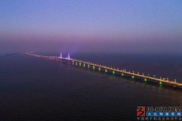 """""""世界七大奇迹""""之一港珠澳大桥主体工程全线亮灯"""