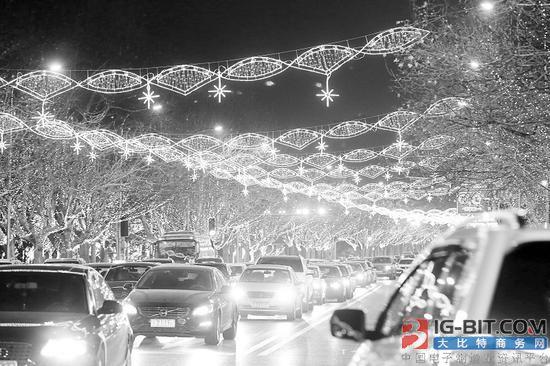沙区路街点亮近10万灯组 采用LED灯具节能环保