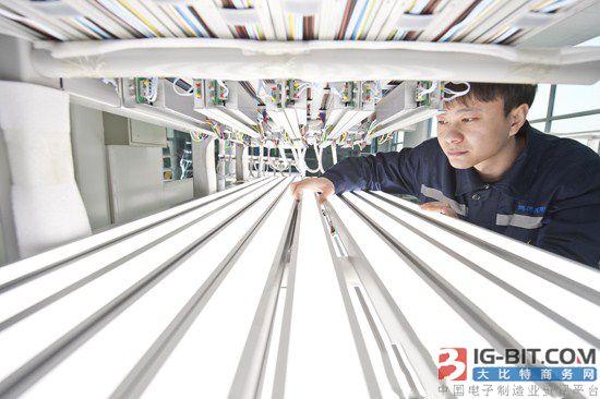 """鹏远光电为""""复兴号""""高铁列车提供LED照明灯"""
