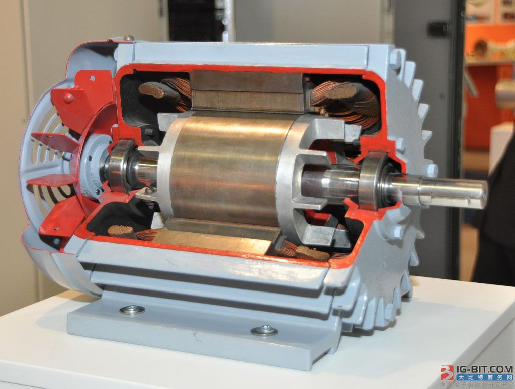 特斯拉故意选择又大又重的异步电机 难道是因为它不够