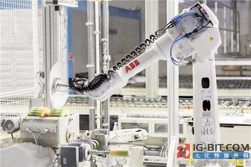 产量激增短板犹在 国产机器人价格优势面临挑战!