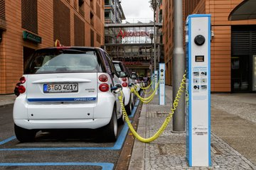 推广新能源车必须打破电池技术短板