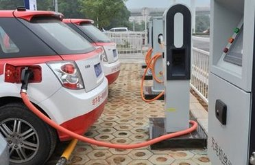 新能源车爆发式增长 充电桩市场前景广阔
