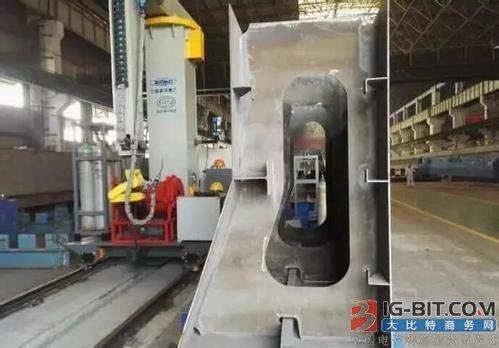 振华重工研制国内首套大梁机器人焊接工作站成功投运
