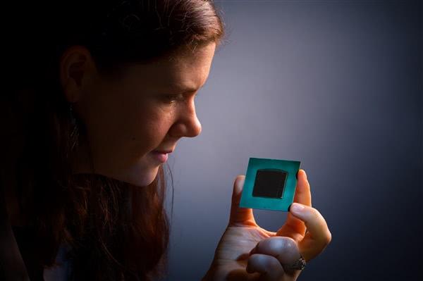 英特尔推出Stratix 10 FPGA芯片