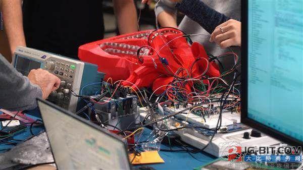 莱斯大学使用3D打印心脏测试尖端的无线起搏器