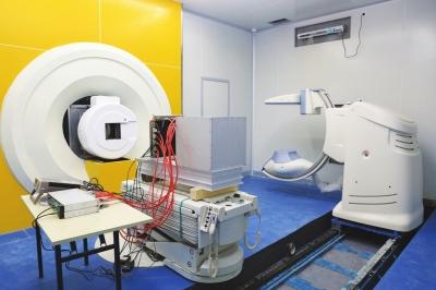 我国自主研发的医用重离子加速器系统 预计年底正式投入治疗