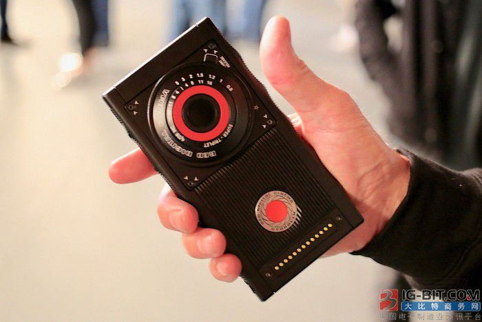Red Hydrogen One上手:一款拥有野心的智能手机