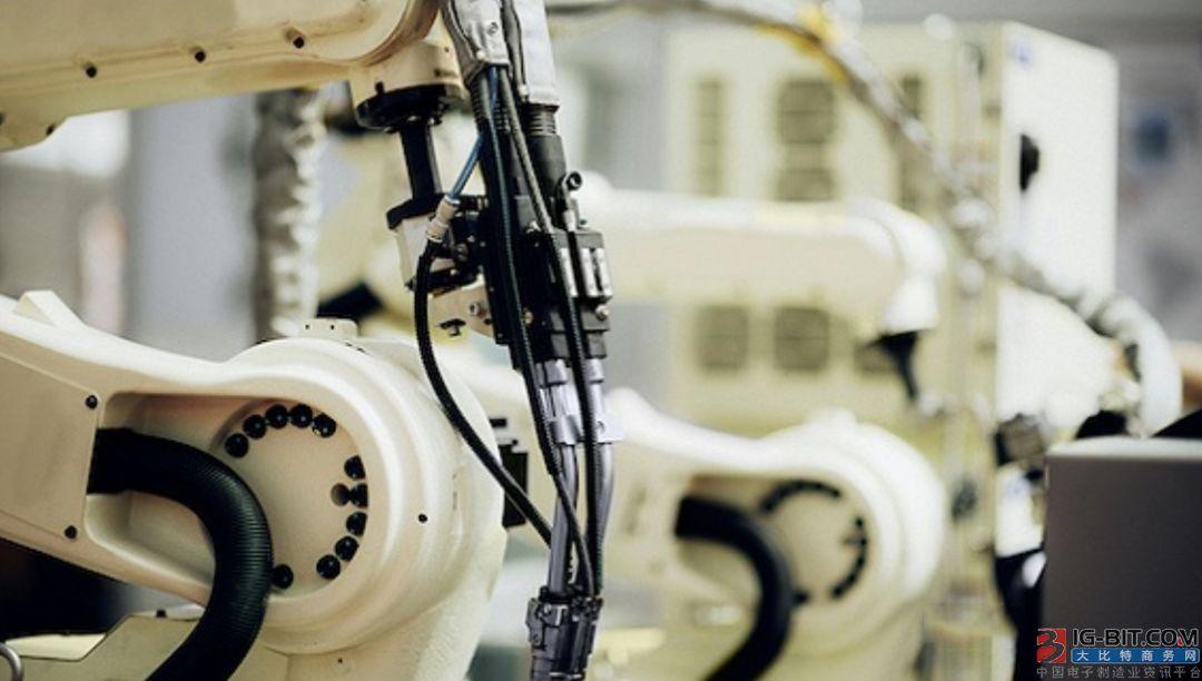 工业机器人:核心零部件国产化加速 中国市场涨势强劲