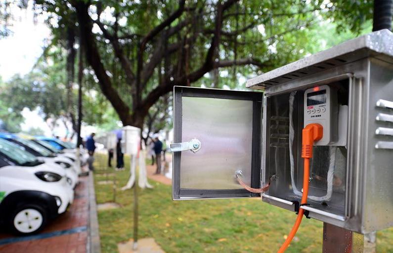 新能源汽车充电桩缺口大 补齐短板需多方合作创新运营模式
