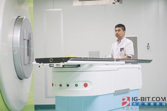 亚博国际登录网站首台自主知识产权最大型医疗器械投入临床试验!