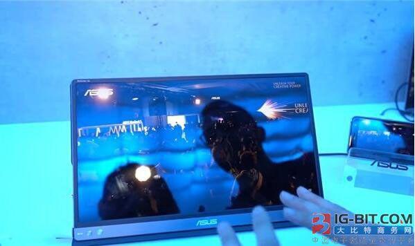华硕展示新款ZenScreen Go可移动显示屏