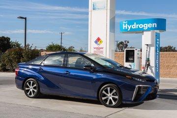 2030年电池及燃料电池电动汽车占市场份额将达30%和40%