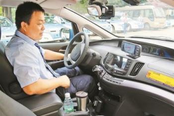 成都出租车启用人脸识别车载设备系统