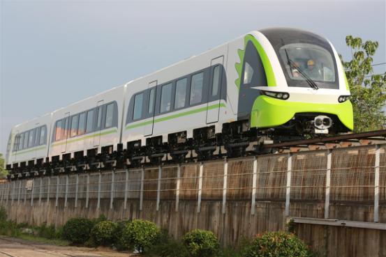 全球首列短定子直线电机商用磁浮列车株洲下线