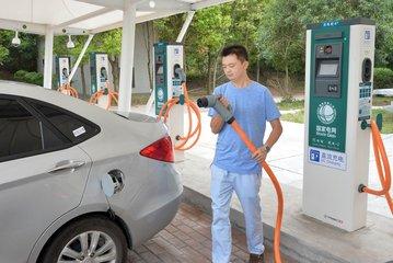 青海湖畔首座电动汽车充电站投运