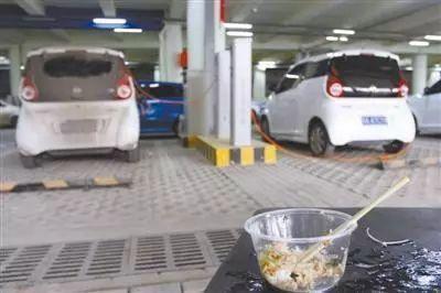 车多桩少 电动车充电难问题怎么解?