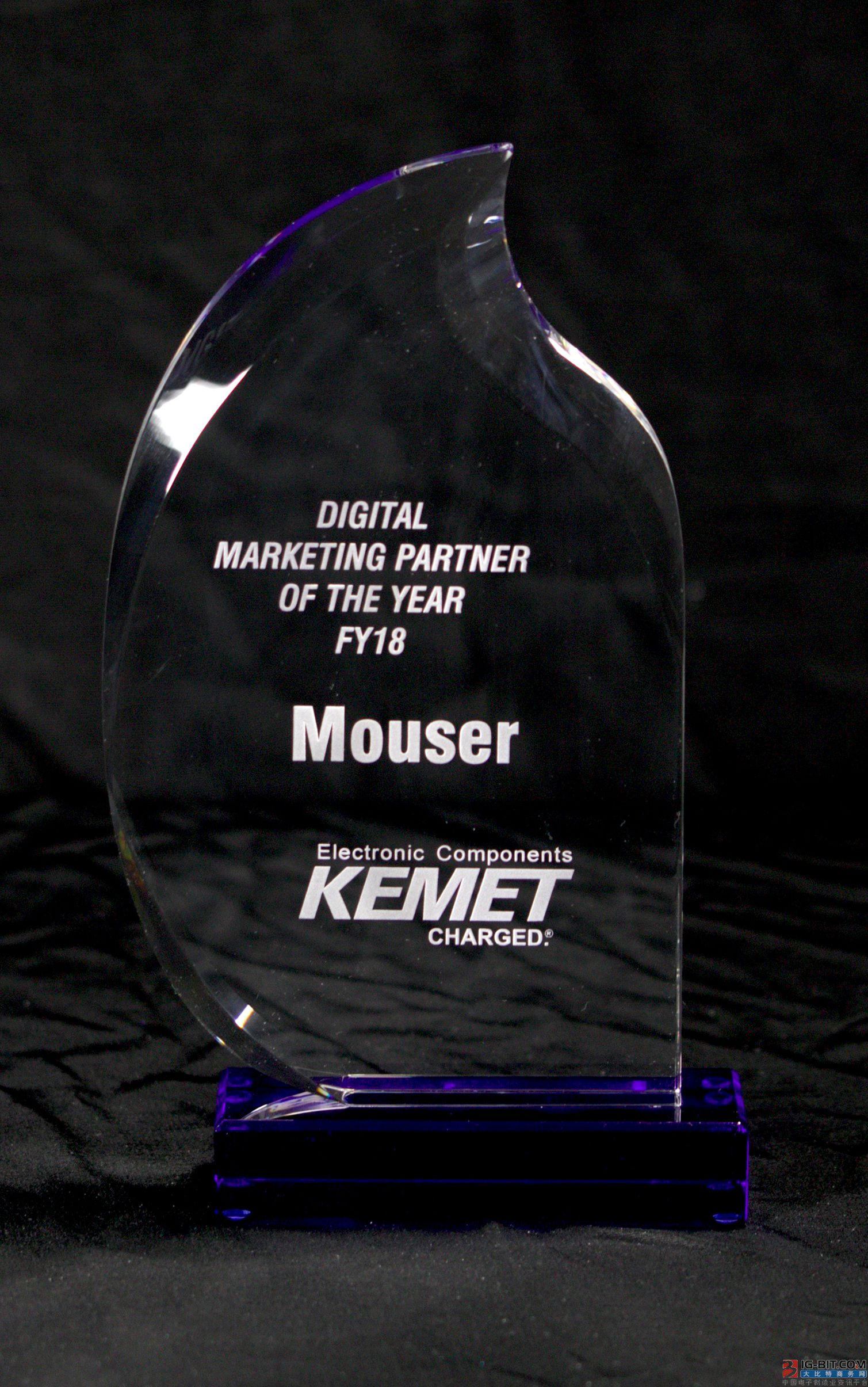 Trade lustre has the honor to win award of partner of sale of number of KEMET year whole world