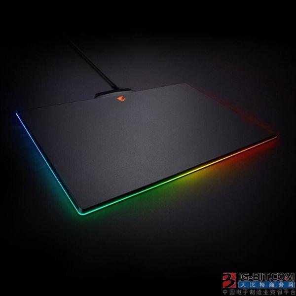 技嘉推出Aorus P7 RGB鼠标垫 可显示1677万色