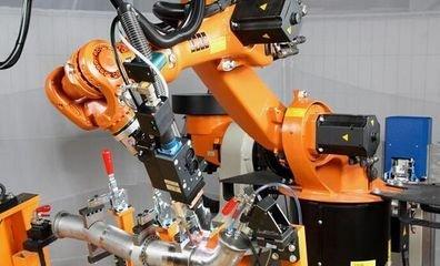 中国工业机器人行业创下新双高 国产品牌现双低