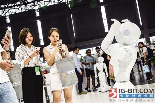 """AI 2.0时代""前瞻:机器智能与人机融合"