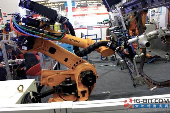 """国产工业机器人跟""""四大家族""""的产品到底差距在哪?"""