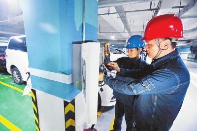 """国内首个规模化""""智慧""""充电桩项目在郑州投运"""