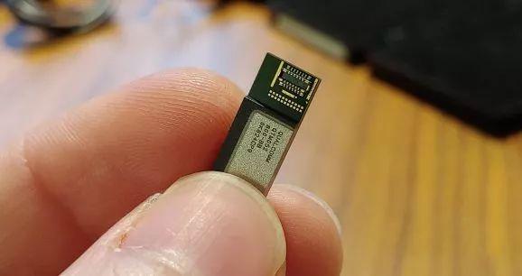 高通展示首款5G毫米波智能手机天线模块