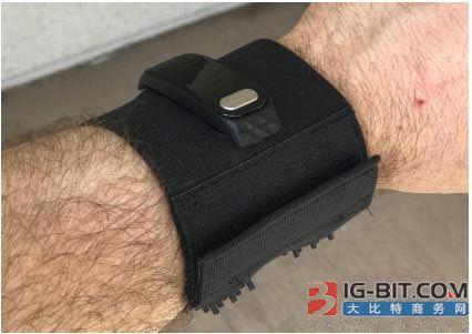 学生利用3D打印制作热电可穿戴健康监测设备
