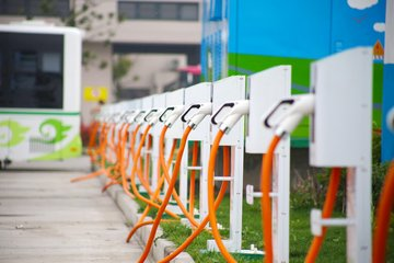 科华恒盛打造武汉二环线内最大超级充电站 可同时为120辆电动车提供服务