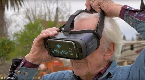 新型VR头盔可令盲人重获光明