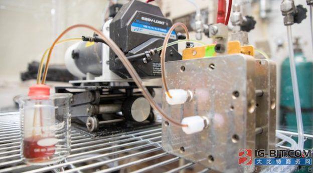 哈佛研发长寿有机液流电池 材料年衰退率低于 3%