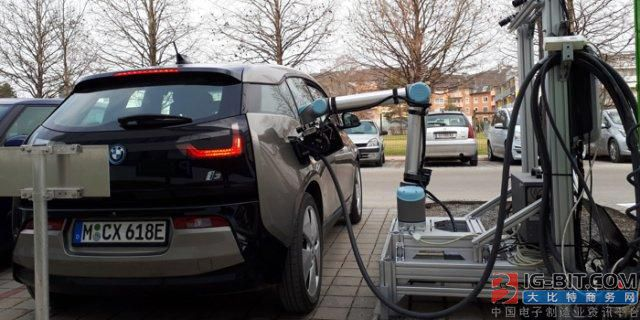 机器人快速充电系统可自动为电动汽车充电