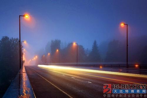 美国一县城将路灯及道路标识都换成LED
