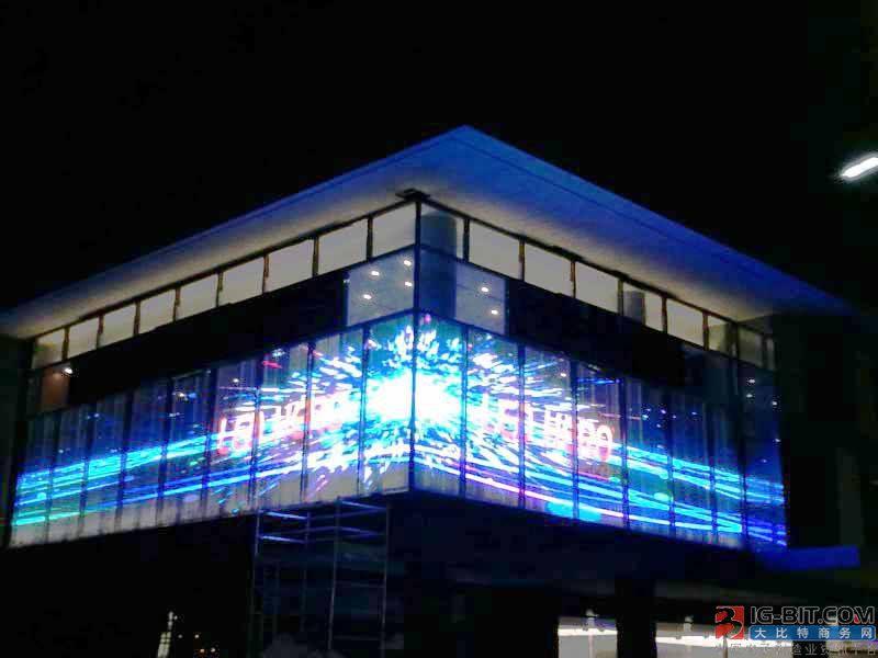 LED透明屏火爆市场 其特点及应用环境有哪些?