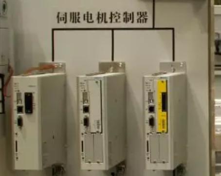 步进电机控制器与伺服电机控制器有哪些不同?
