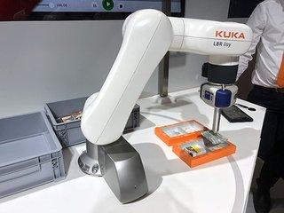 机器人走出护栏与人协作 智能制造产业链生态现雏形