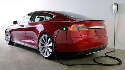 """电池起火,新能源车受""""烤""""验"""