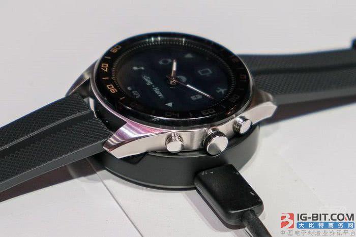 LG发布新款Watch W7智能手表:保留机械指针结构