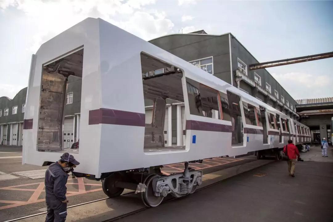 """""""下一代地铁列车""""即将全新驶来 车内采用LED照明未来感十足"""
