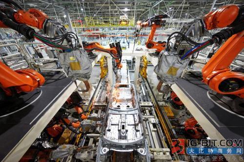 """宝沃汽车""""工业4.0""""智能工厂建全球首条八车型柔性智能生产线"""